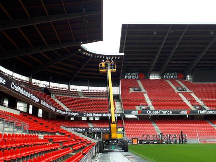 Tournage vidéo au stade Rennais à 30 mètres de hauteur pour la rénovation de l'éclairage par Eng