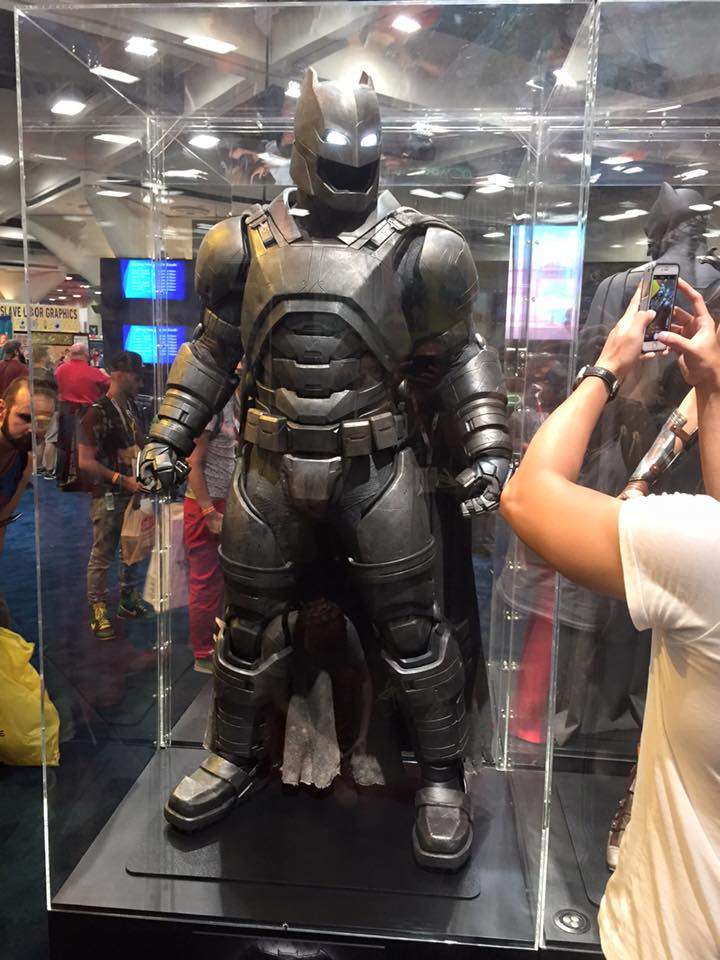 dark_knight_batman_suit.jpg