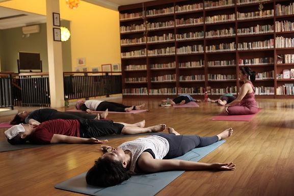 Pentingnya Savasana di Akhir Kelas Yoga