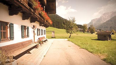 Bauernhaus%20Waidring%202_edited.jpg