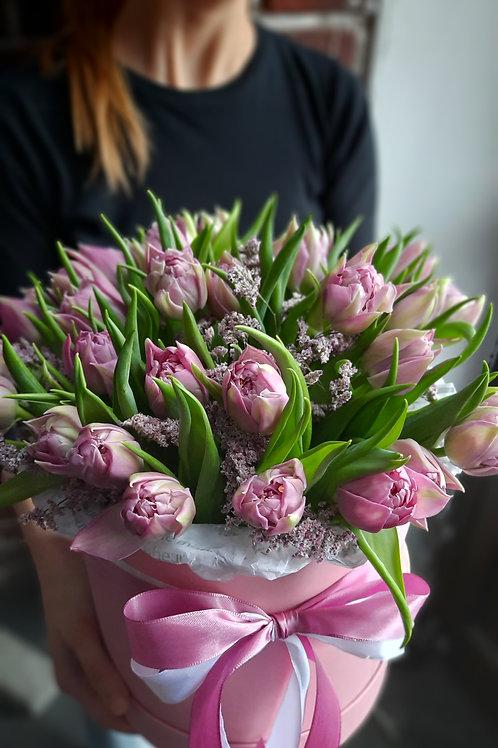 Коробка с пионовидными тюльпанами