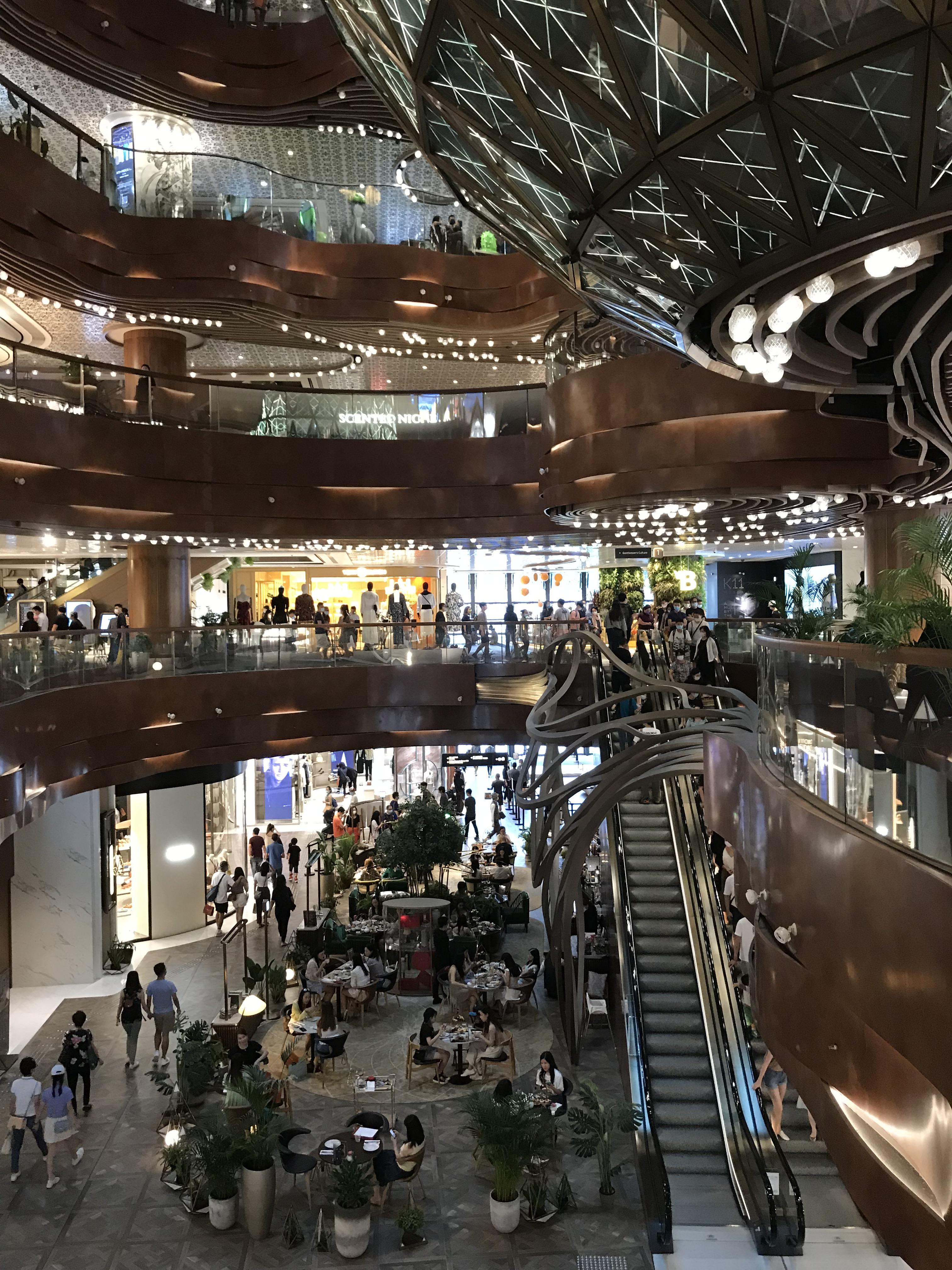 香港尖沙咀維港旁的大型購物中心 K11 Musea中庭