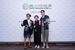萬秀洗衣店阿公阿嬤—萬吉、秀娥擔任臺北時裝週AW21永續時尚大使
