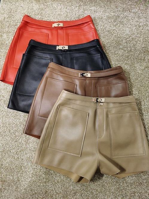 Shorts in vera pelle con cintura