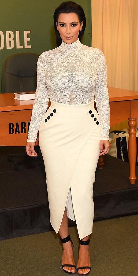 Kim Kardashian, batalha de looks, comparação entre mulheres