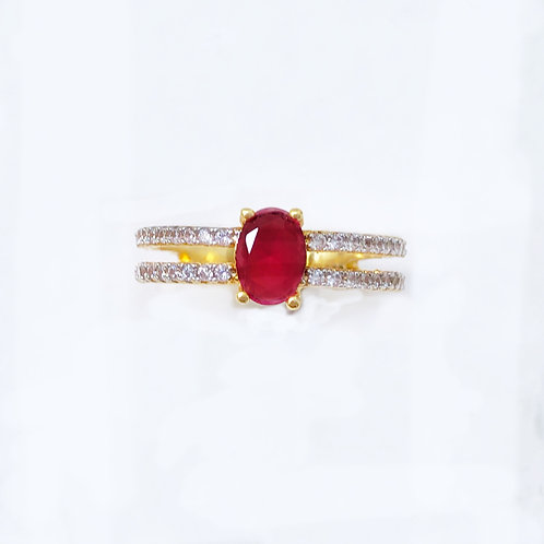 Anel semijoia folheada em ouro cravejado de zircônias e pedra vermelha