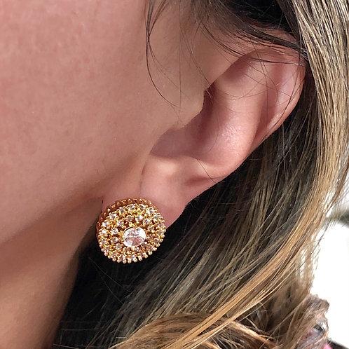 Brinco botão pequeno semijoia folheada a ouro com zircônias