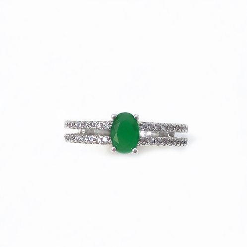 Anel semijoia folheada em ródio cravejado de zircônias e pedra verde