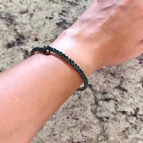 Bracelete semijoia folheada em ródio negro com zircônias verdes