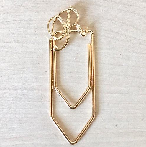 Clip R - semijoia folheada em ouro