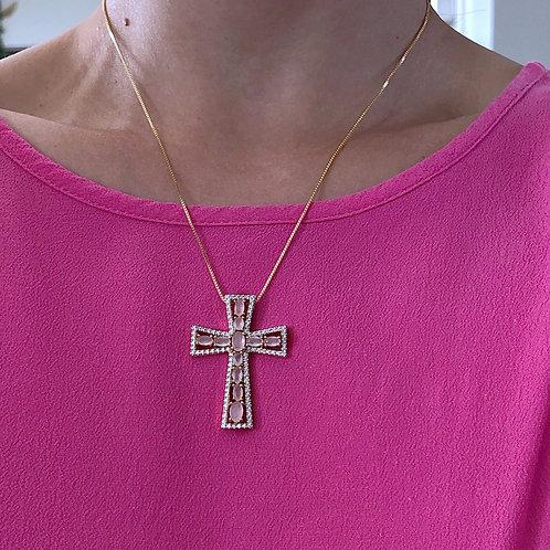 Colar semijoia banhado em ouro com crucifixo médio rosa