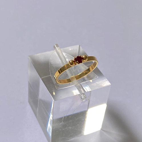 Anel semijoia banhada a ouro com zircônia vermelha