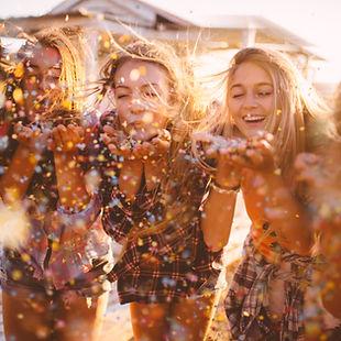 experience, friends, happy, life is good, amigas, três, sparkling, brilho, soprar