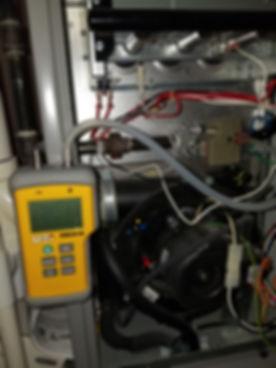 test de pression de gaz sur un fournaise durant un entretien suite a une réparation