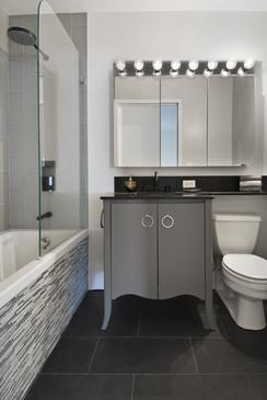 99JohnStbathroom.jpg
