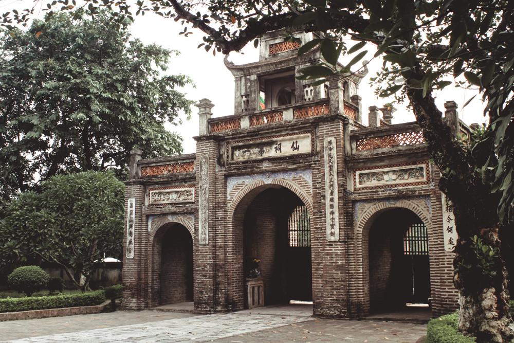 Cổng thành Cổ Loa nhìn từ phía trong