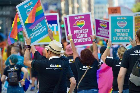 2017-NYC-Pride-March-GLSEN5032.jpg