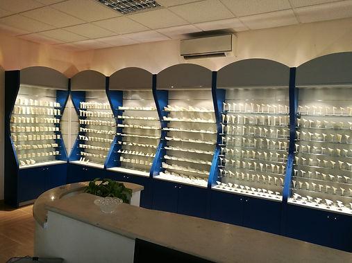 Specializzati nella produzione di tacchi per calzature donna, i lavori sono solo esclusivamente Made in Italy