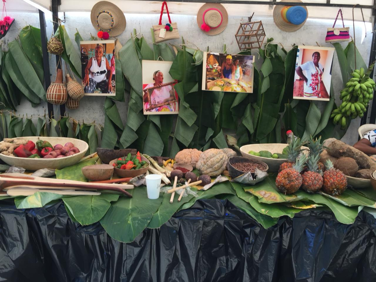 Montaje exposición Festival Plátano