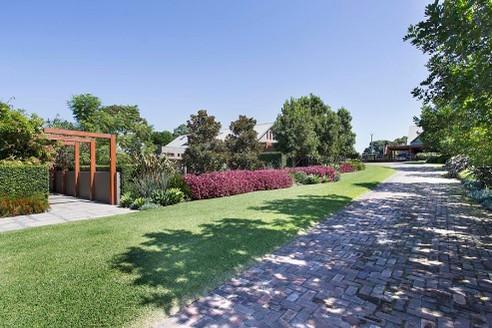 Joanne-green-landscaper-sydney-sub-tropi