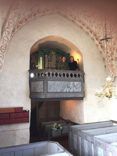 With violinist Ann Wallström at Hilleshögs kyrka