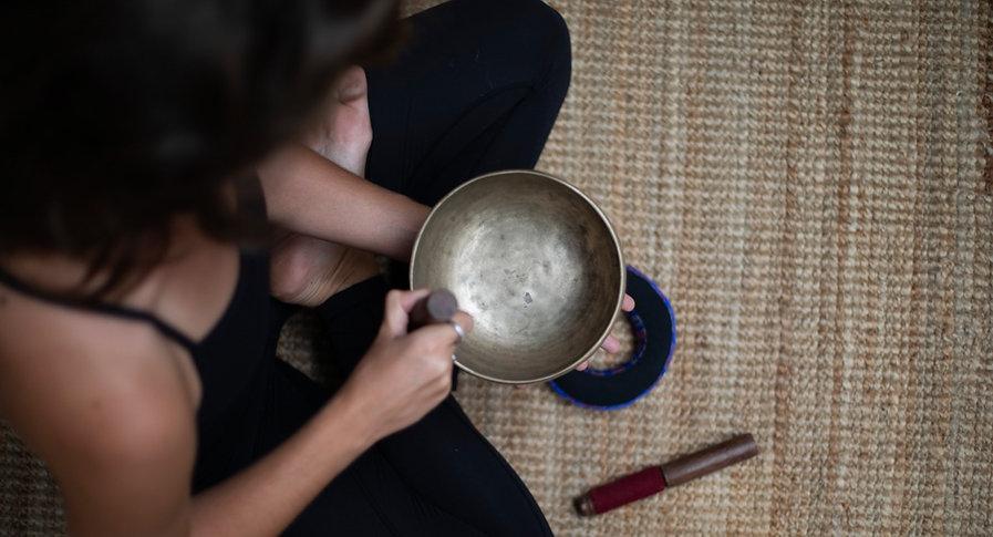 yoga élodie yogaée yogaeelodie cours youtube paris angoulême bordeaux vinyasa sonothérapie méditation entreprise evjf retraite