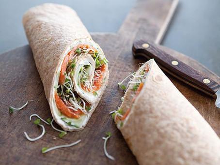 Wrap de saumon, ciboulette & légumes frais