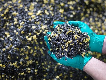 Recycelter und zerkleinerter Kunststoffabfall