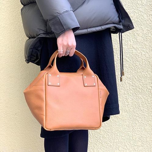 Leather Handbag<CUBE> Camel(キャメル)