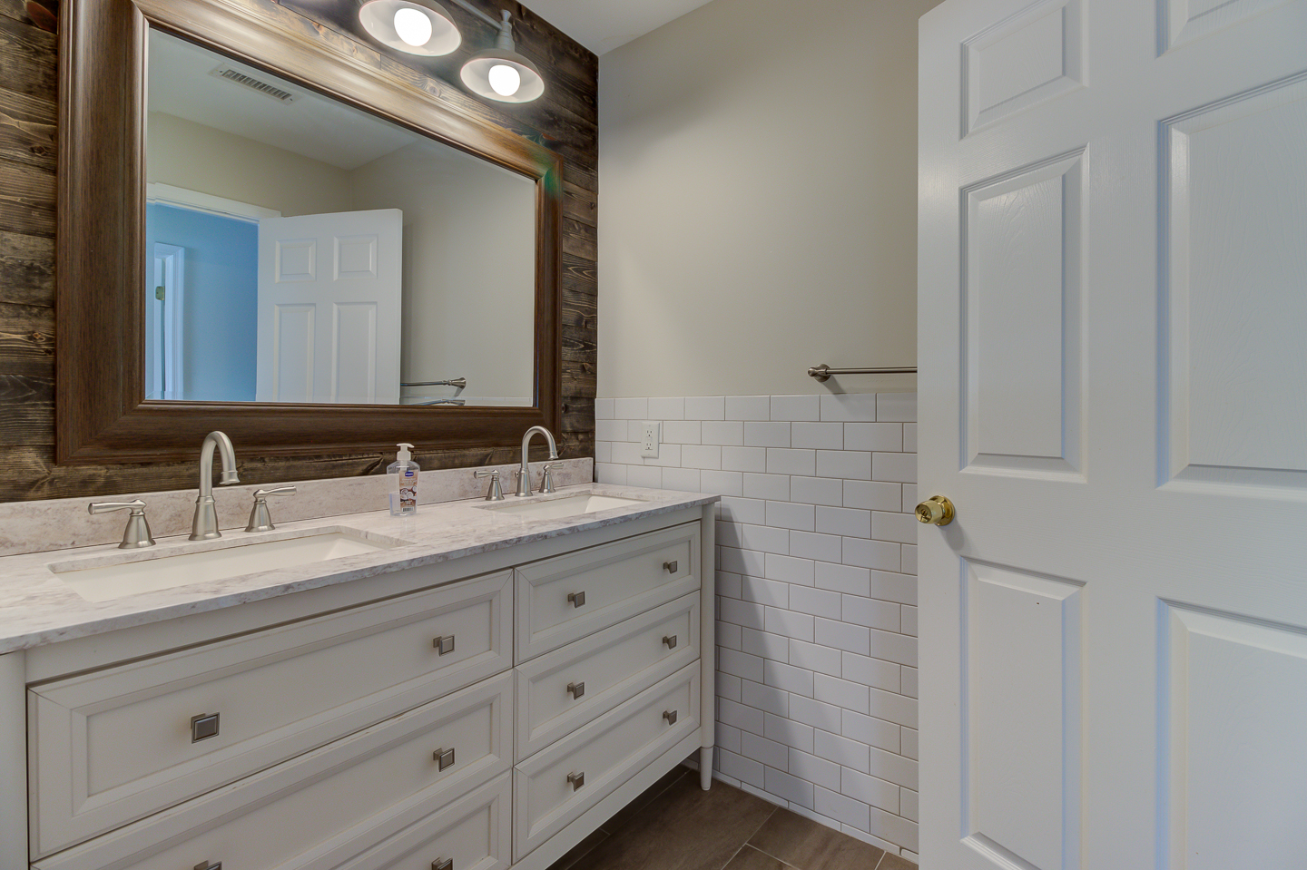 Full Hall Bathroom