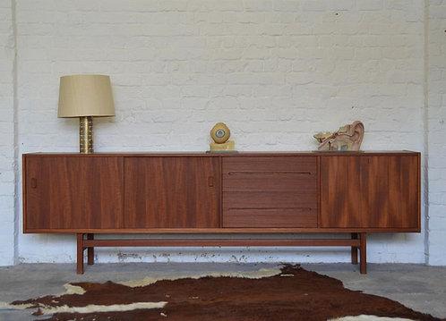 Zweedse sideboard 'Grand' ontworpen door Nils Jonsson voor Troeds, jaren '60