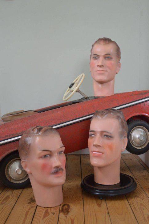 Prachtige levensgrote etalage hoofden gemaakt uit plaaster.