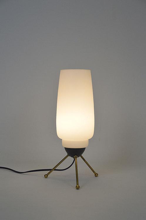 Vintage tafellamp op tripod met melkglas, jaren '60