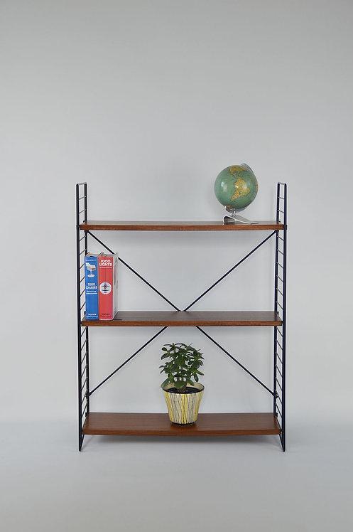Staand boekenrek ontworpen door A. Dekker voor Tomado, jaren '60