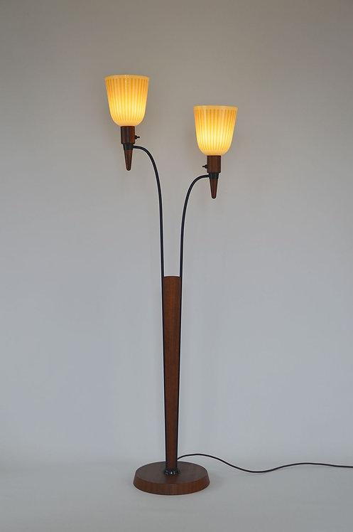 Mid-century vloerlamp met 2 kappen in melkglas, jaren 60