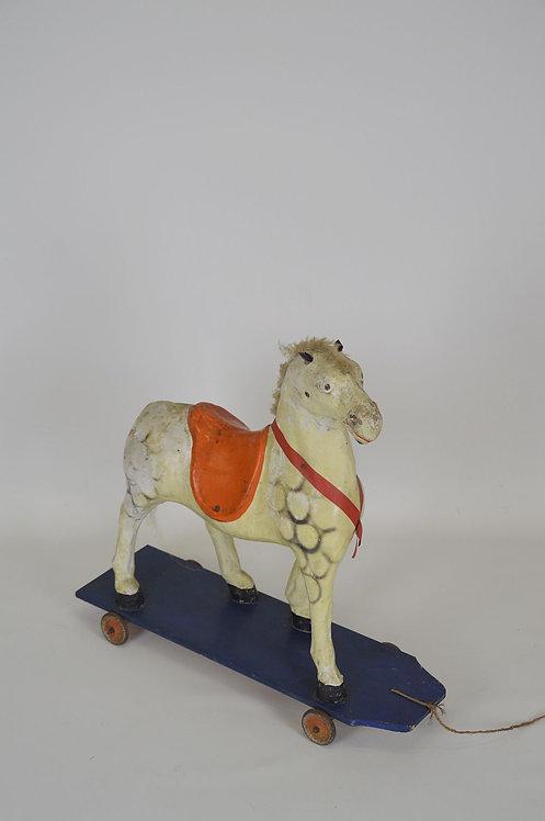 Antiek groot speelgoedpaard in papier maché van Beeusaert