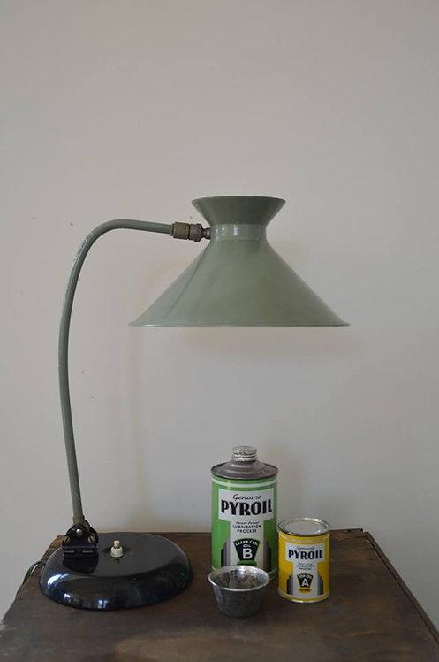 Diabolo Jumo lamp naar een ontwerp van Pierre Guariche