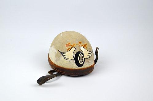 Authentieke helm met decoratieve beschildering en lederen binnenzijde