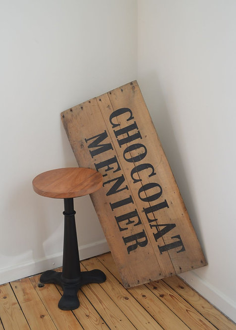 Karaktervol houten reclamebord van Chocolade Menier