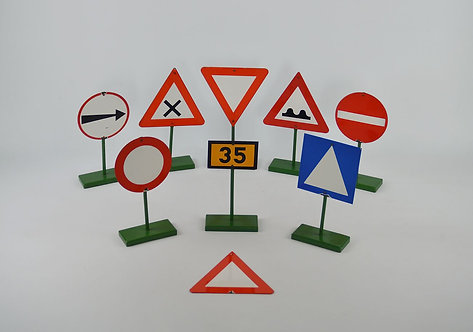 Set van 9 emaille verkeersborden uit rijschool, jaren '50