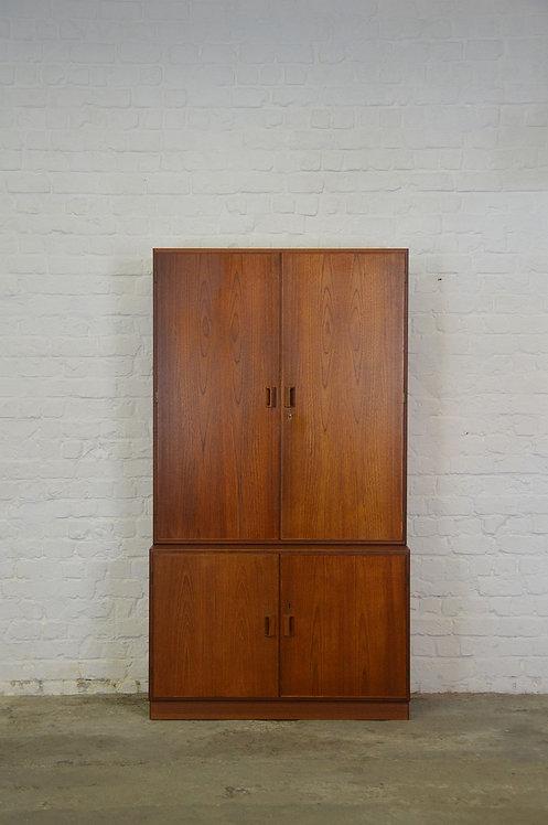 Deense boekenkast met gesloten deuren ontworpen door Børge Mogensen, jaren '60