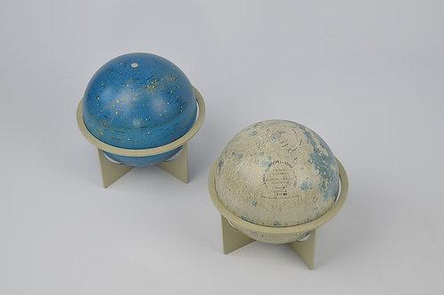 Duo van 2 metalen globes (Maan en Sterren), eind jaren '60