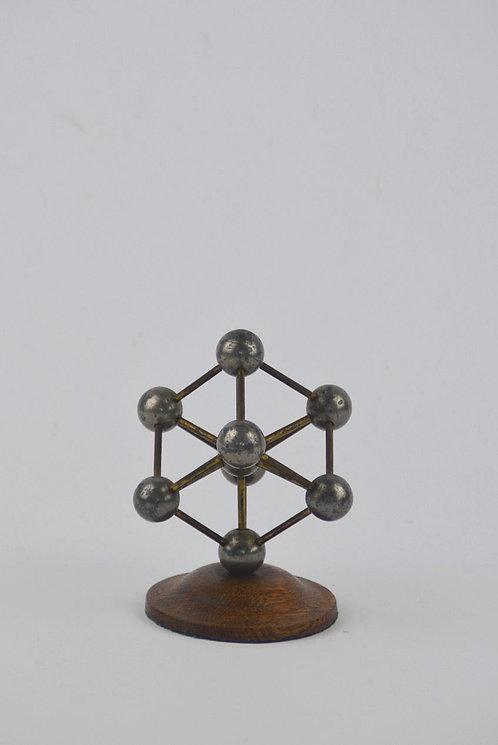 Authentiek schaalmodel van het Atomium met prachtig patina