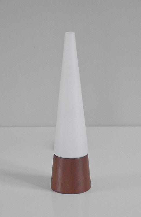 Scandinavische vintage tafellamp met fraaie conische vormgeving