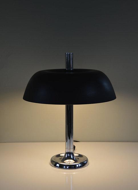 Een prachtige design klassieker, deze bureaulamp (model 7377) van Hillebrand.