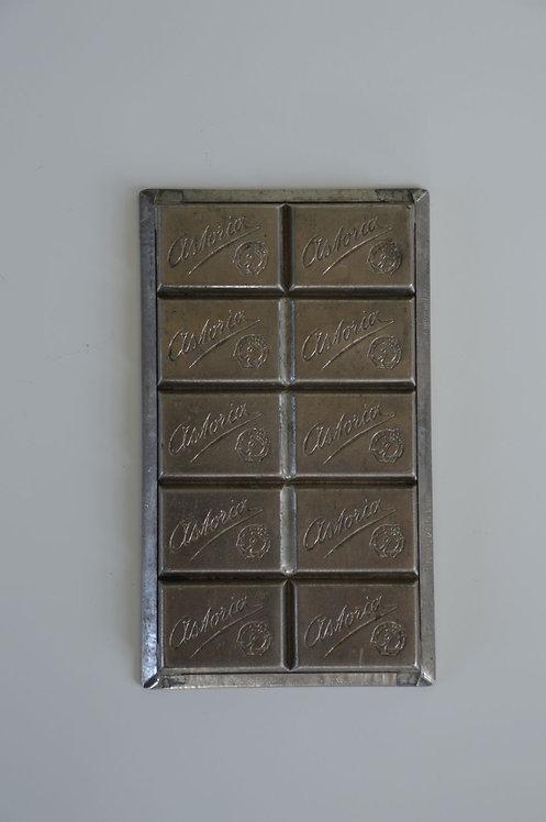 Metalen chocolademal van Anton Reiche voor Astoria chocolade