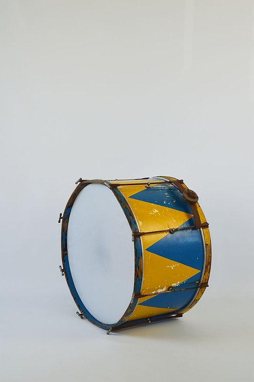 Grote houten trommel met prachtig patina afkomstig uit circusorkest