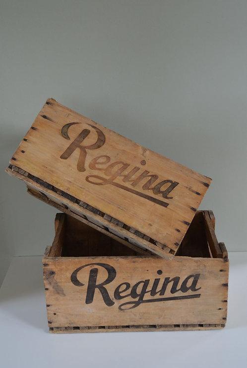 2 Decoratieve houten kisten van Regina limonade