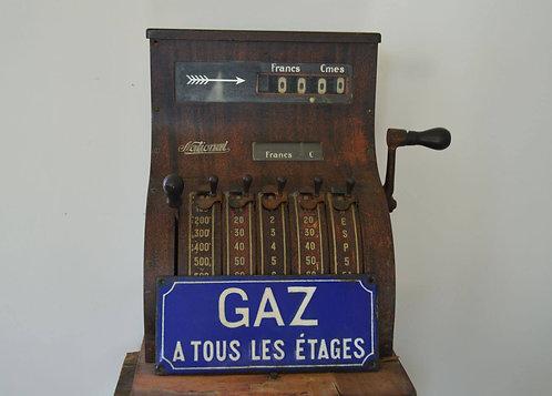 Karaktervol Frans emaille bord met vermelding 'Gaz à tous les étages'