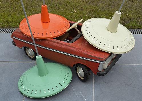Kleurrijke Louis Kalff hanglampen uit de jaren '50 met industriële vormgeving